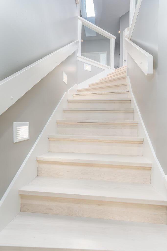 Kerin stairs – Maple bleach stain